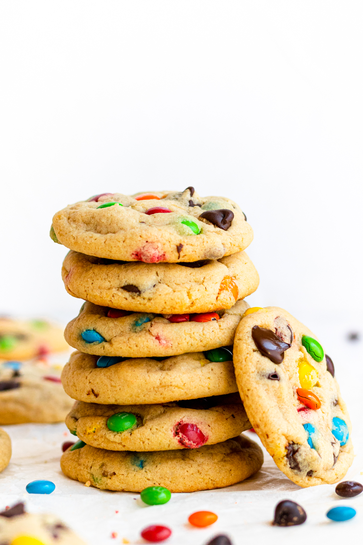 Stacked cookies with one cookie leaning against the side