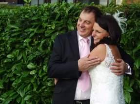 wedding-cuddles-with-dad