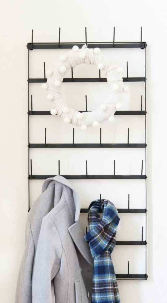 Simple sweater wreath for decoration.