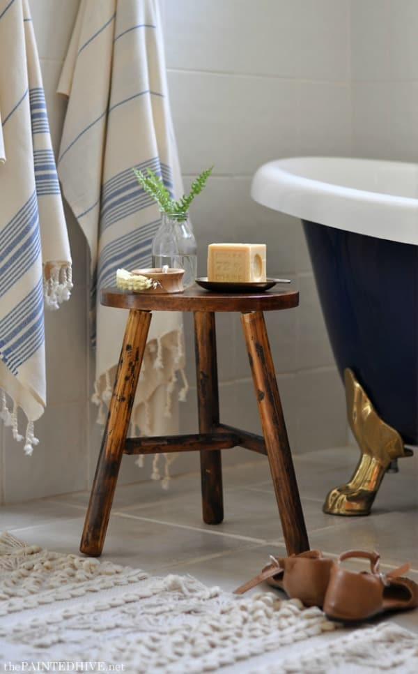 Great tutorial for this rustic DIY stool from the Painted Hive.