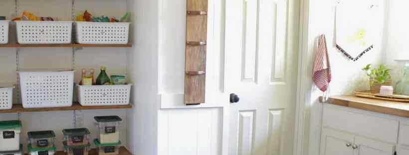 DIY Laundry Room Hanging Rack from House Homemade.