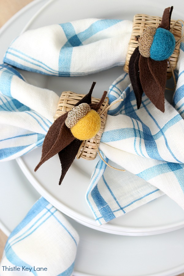 Blue and white plaid napkins with felt acorn napkin rings. DIY Felt Acorn Napkin Rings.