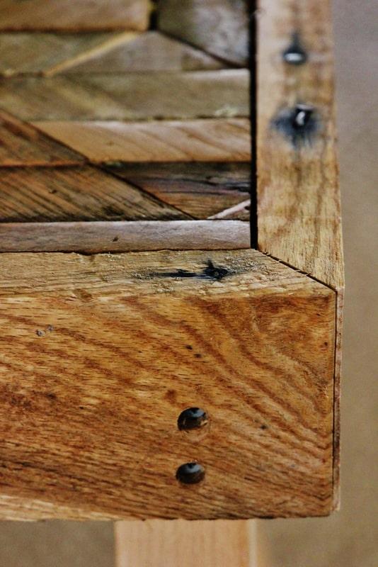 Pallet Wood Table edge
