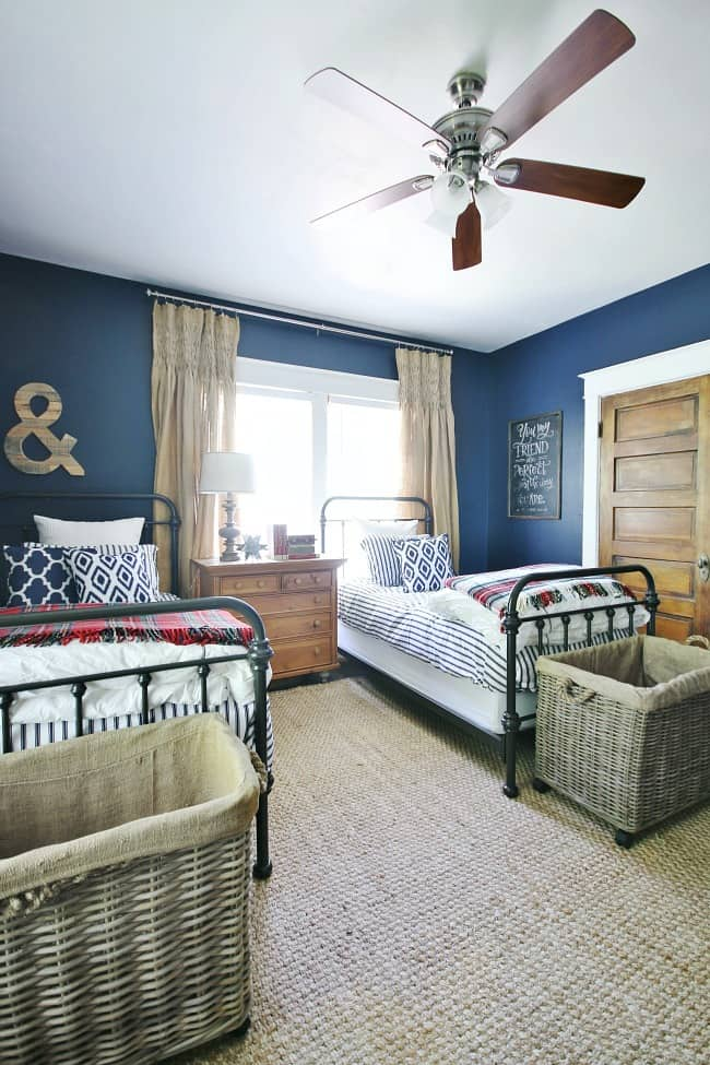 The navy makeover for the bedroom turned out so nicely, I can't get over the color