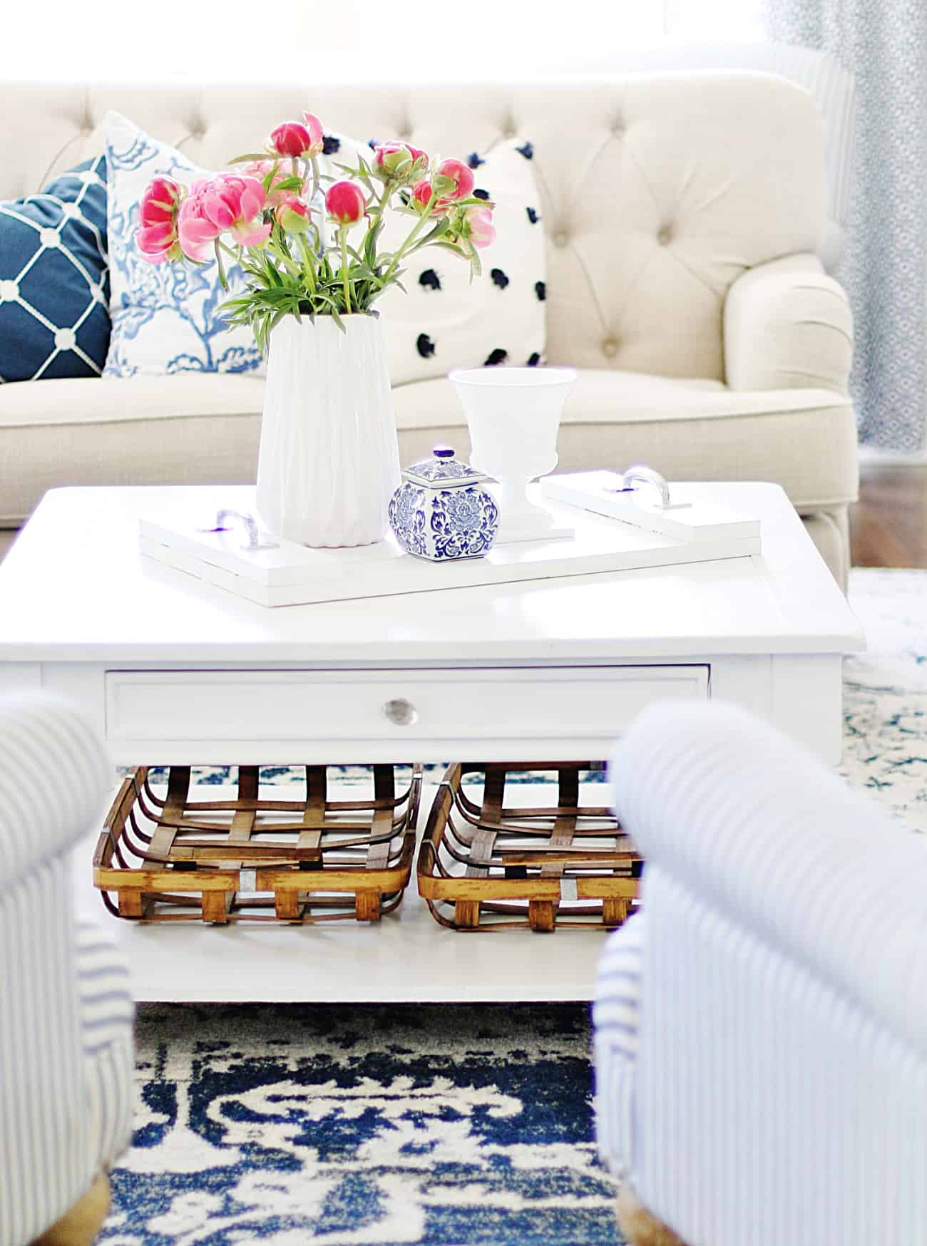spring arrangement how to decorate a coffee table