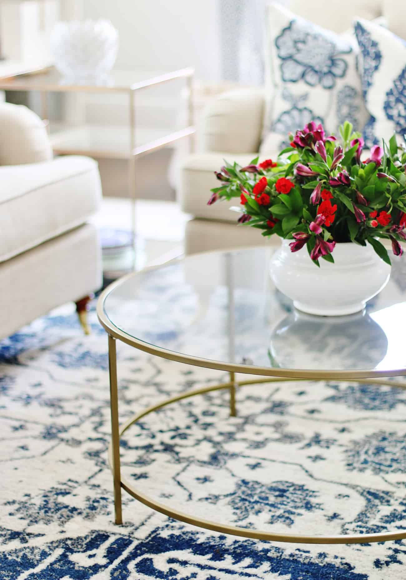 how to decorate a coffee table 21