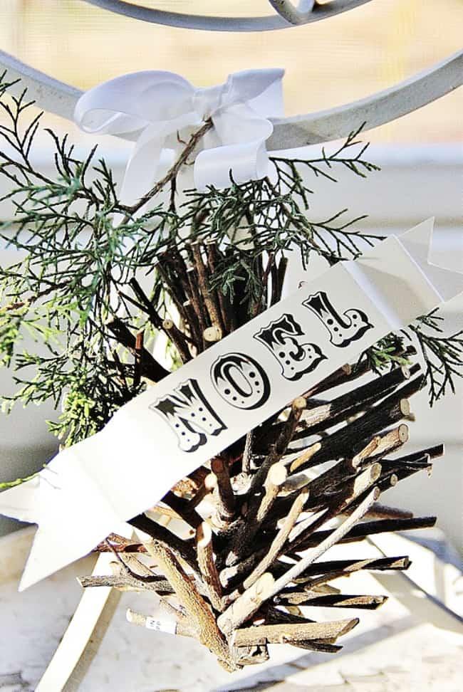 Christmas decorating ideas pine cone