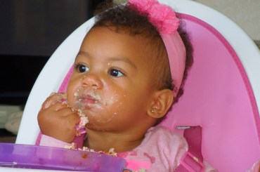 Elizabeth Writes : Getting your Baby to eat RIGHT - the proper way