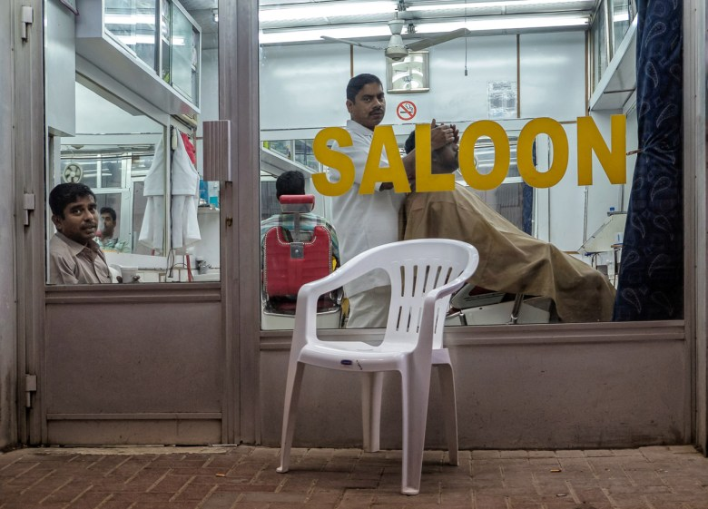 2014 Pic(k) of the week 12: Sneaking into a Dubai Saloon with the Fujifilm X-T1