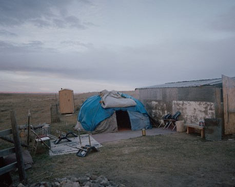 A sweat lodge on Peter Big Stone's property outside of the Fort Belknap Agency. During this traditional »sweat« ceremony glowing stones and splashed water should recreate the feeling of the mothers womb. Here people pray and sing to the animal spirits and ask the creator for help.
