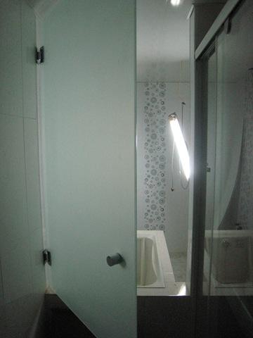 浴室噴砂玻璃門| - 綠蟲網 - BidWiperShare.com