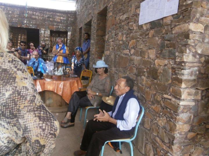 A l'écoute de Pierre Rabhi lors de son passage au CIPA-Pierre Rabhi le 04 novembre 2016, et avant sa conférence à l'Institut Français de Marrakech, en compagnie de Fettouma Djerrari, présidente de Terre et Humanisme Maroc