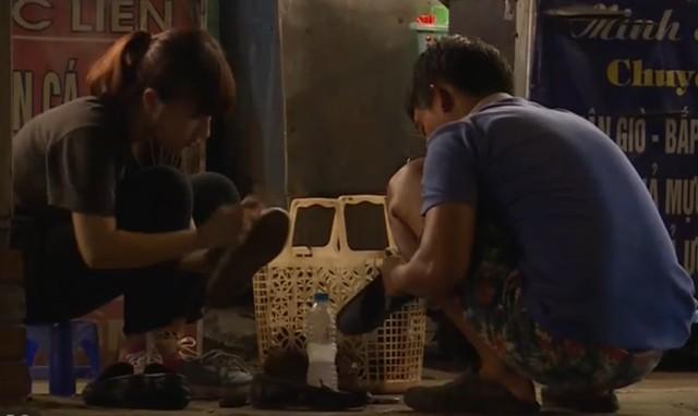 Cô gái đánh giầy Vương Thừa Vũ