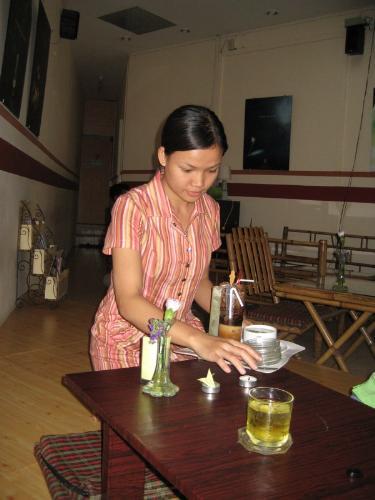 Cafe Lang - dead waitress