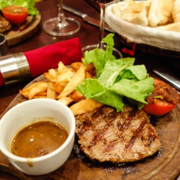 Steak with Pepper sauce and Potatoes