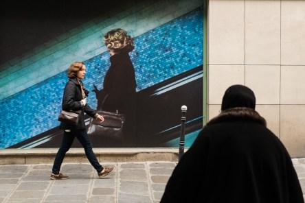 Cette photo de rue à pour titre rencontres. Rencontre du photographe, de son sujet, de la circonstance, du hasard, de l'imprévu...