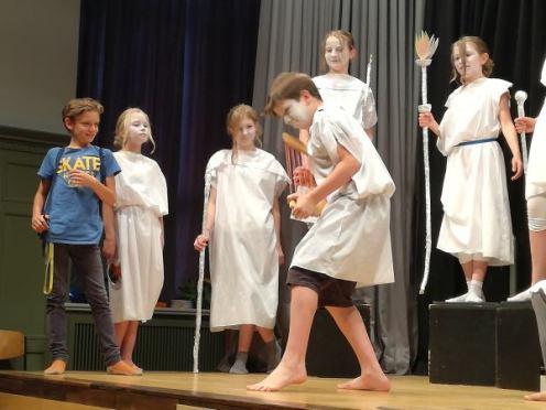 Milane: Theaterstück über die griechischen Götter