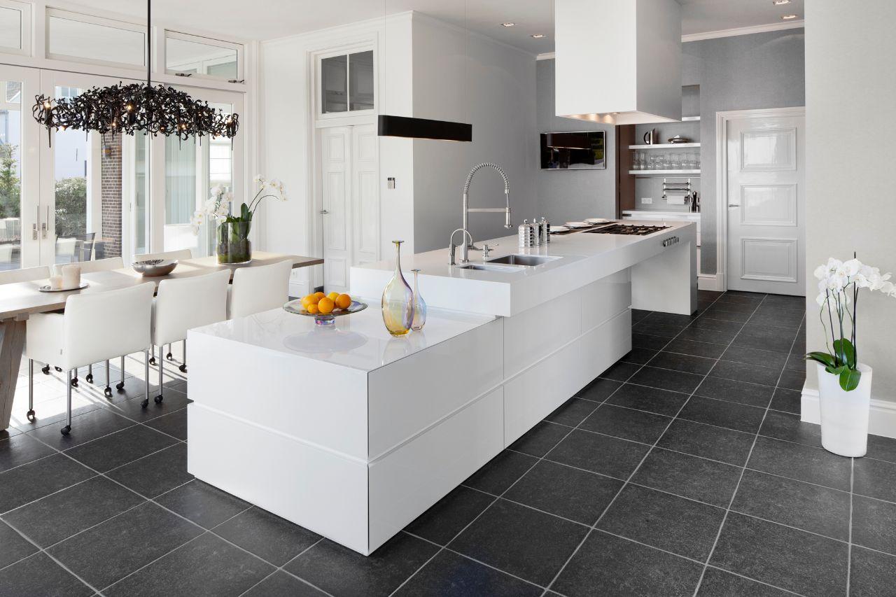 Welke kleur vloer bij witte hoogglans keuken  TGWONEN