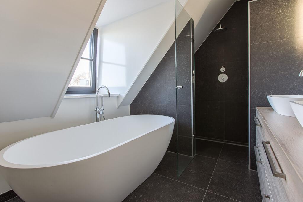 Belgisch Hardsteen Keramisch Badkamer Schuin Dak Dakkapel