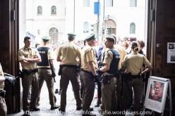 """Die Polizei sperrte zeitweise die Zugänge zur U-Bahnstation """"Universität"""" ab."""