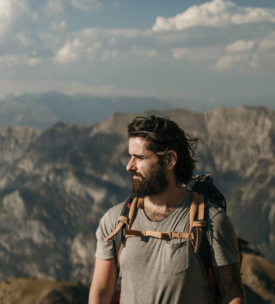 Thomas Bertini - Homme barbu brun cheveux long - montagne