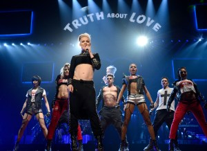 """P!nk """"The Truth About Love"""" Tour Opener - Phoenix"""