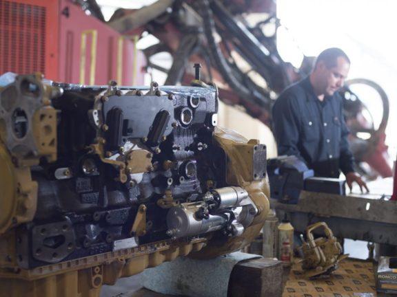 Heavy Equipment Repair Body Shop Thomas Cavanagh Construction Limited 613 257 2918