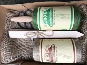 owc2EXrQRXebr7nkfO7Ifw 300x225 Nutscene Gardeners Gift set