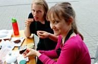 De to søde blogdamer hygger med syndig mad ;)