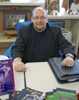 Thomas_at_West_Shore_Gallery_Book_Signing-306x387