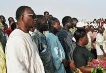 Ernest Nongma Ouedraogo au cimétière de Dagnoen le 15 octobre 2004 (photo Bruno Jaffré)