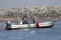 Vissers op het strand Fujairah