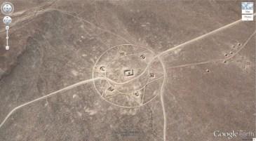Un autre symbole mystérieux dans le Nevada (37,401573, -116,867808) Nevada, Etats-Unis