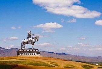 La statue énorme de Gengis Khan en Mongolie
