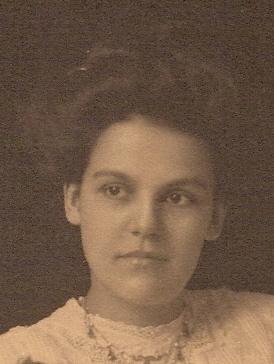 Marie Rose Pickering Headshot
