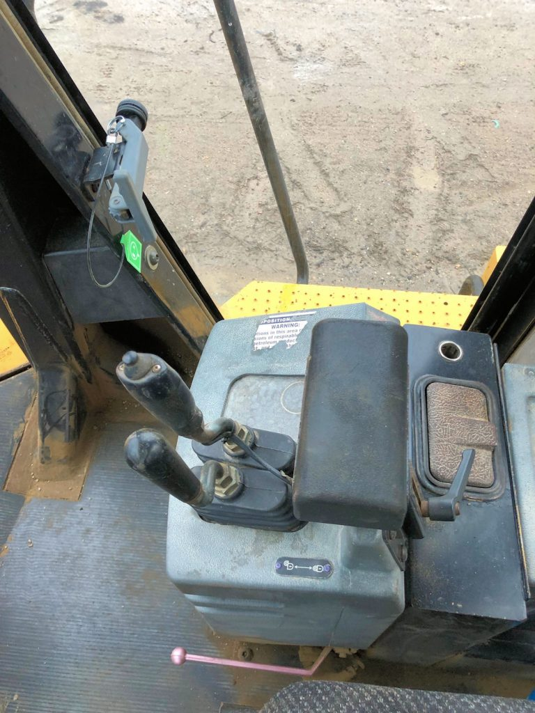 1999 Caterpillar 972G Cab Bucket Controls
