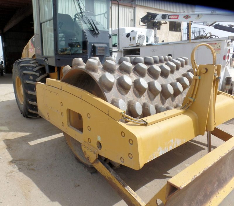 2012 Caterpillar CP56 Right Front
