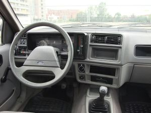 1983_Ford_Sierra_dashboard_(base_model)