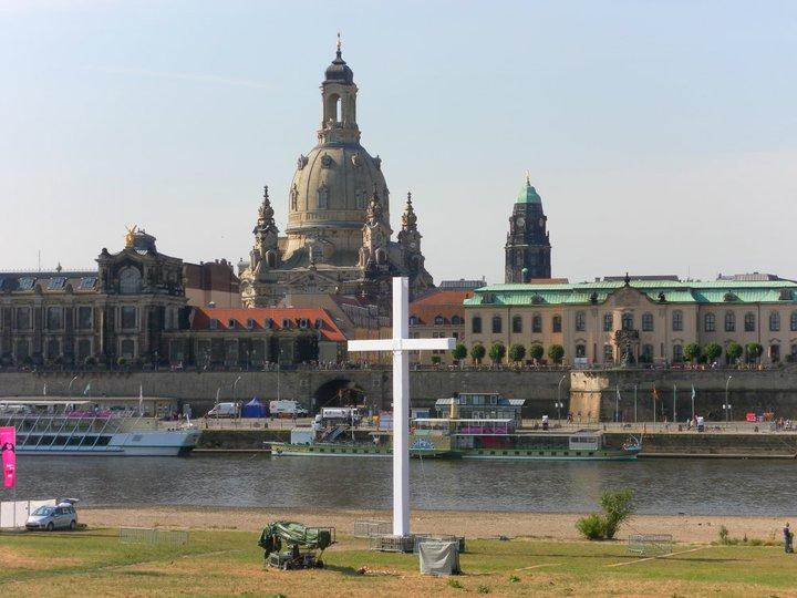 Kreuz vor der Frauenkirche