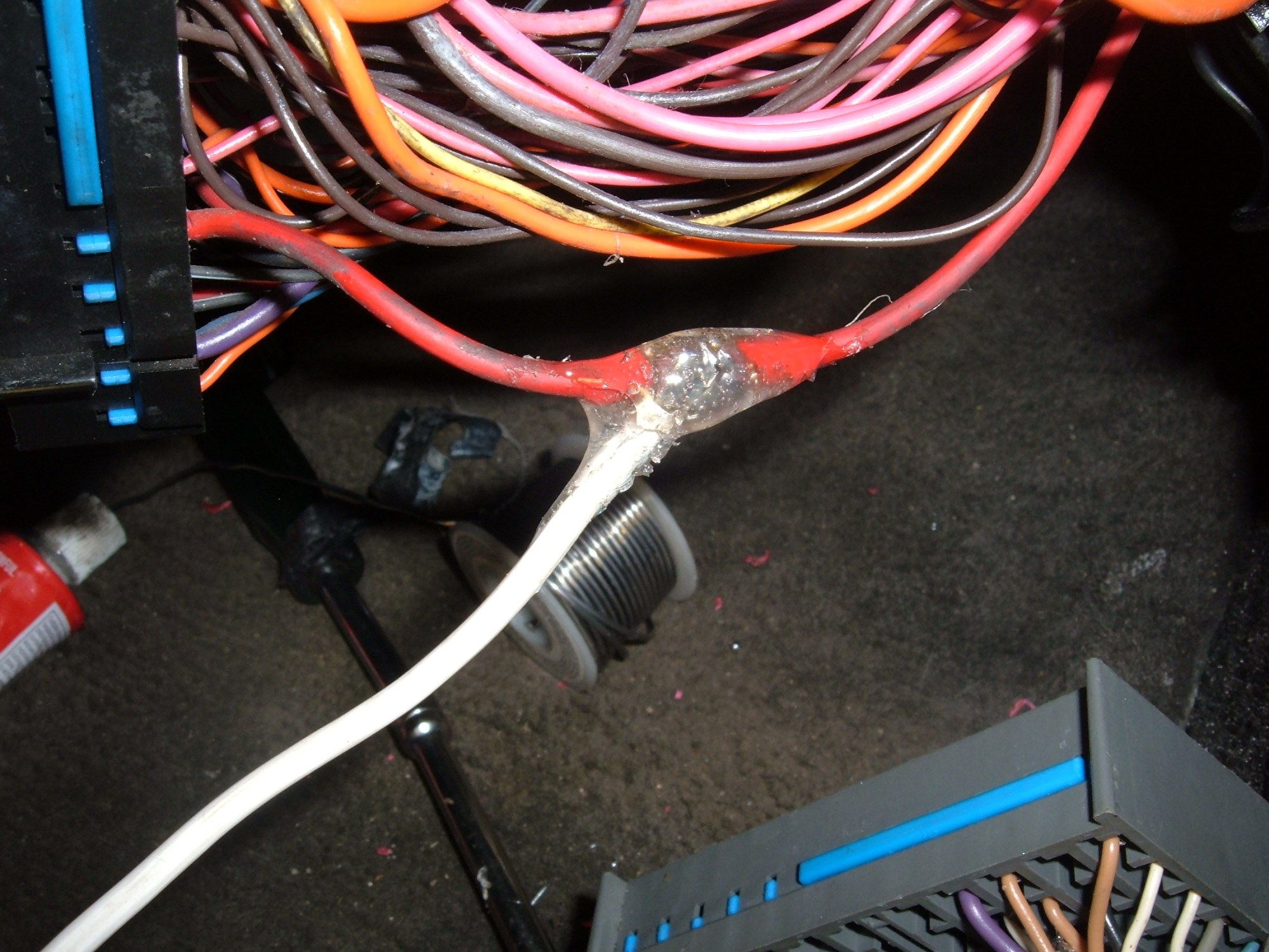 hight resolution of here we have a look at the jumper wire hanging out the side of the fuse box after reassembly