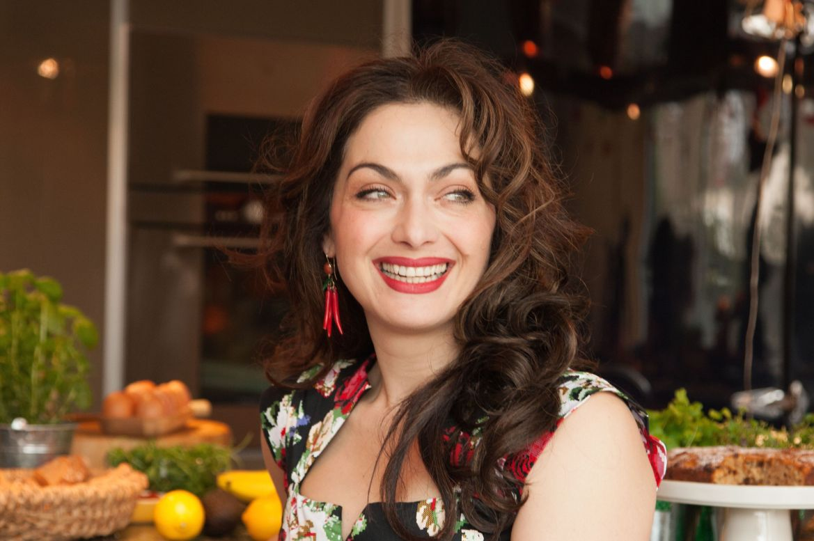 tonia-Buxton-celebrity-chef-greek-cooking-amazing-recipes-pretty-red-lips-great-hair-thick-bouncy-curly-green-eyestonia-buxton-eat-greek-for-a-week-those-london-chicks