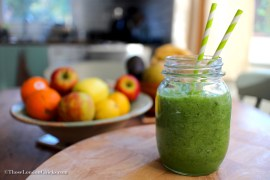 cleansing-smoothie-with-parsley-parsley-cucumber-celery-lime-green-apple-limekale-smoothie-ingredients-thoselondonchicks