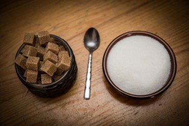sugar-brown-white-spoon-stevia