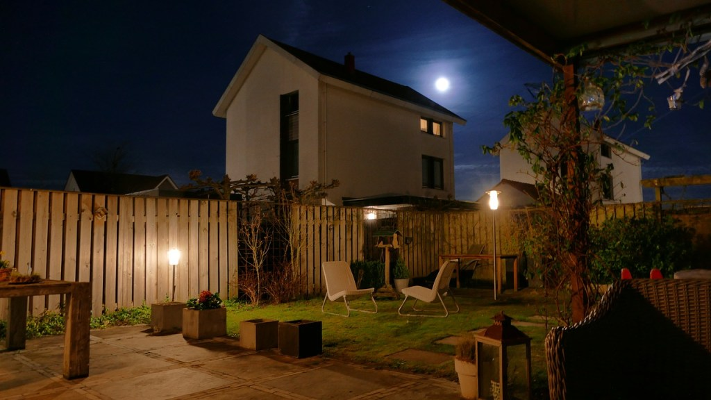 Garden-at-night-lighting-furniture
