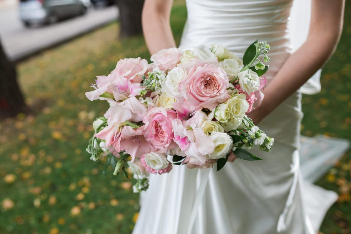 Beautiful-wedding-bouquet-in-hands-bride