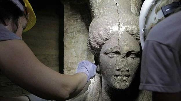 tumba_grecia_estatua