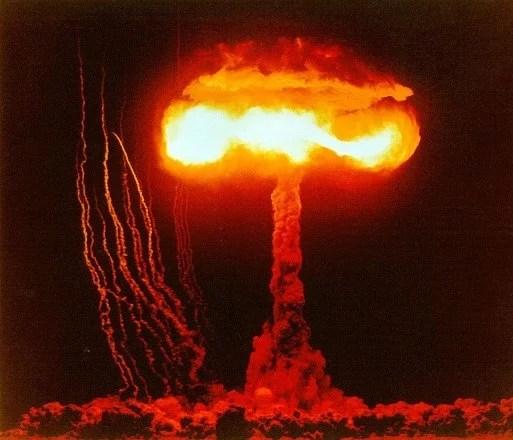 """Enquanto enfrentamos o Armagedom, o mundo ocidental esta """"Acéfalo"""""""