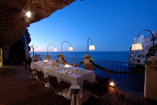 italian-cave-restaurant-grotta-palazzese-polignano-mare-18