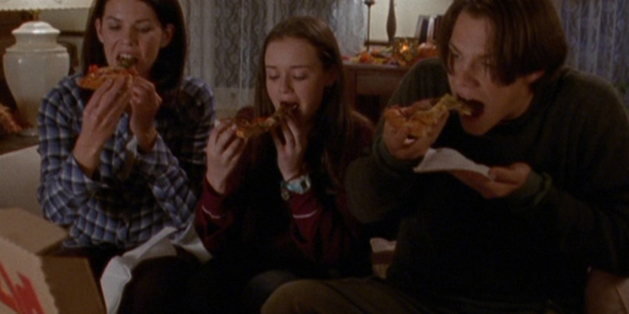12 Things You Should Know Before You Date A Girl Who Loves Pizza