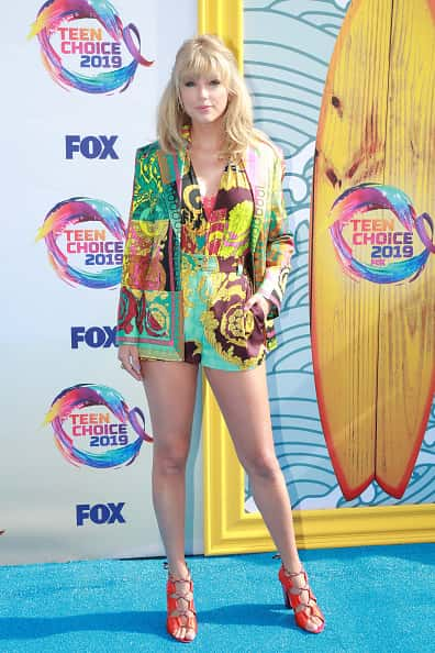 10 best dressed celebrities at teen choice awards 2019, from taylor swift and megalyn echikunwoke to maddie ziegler